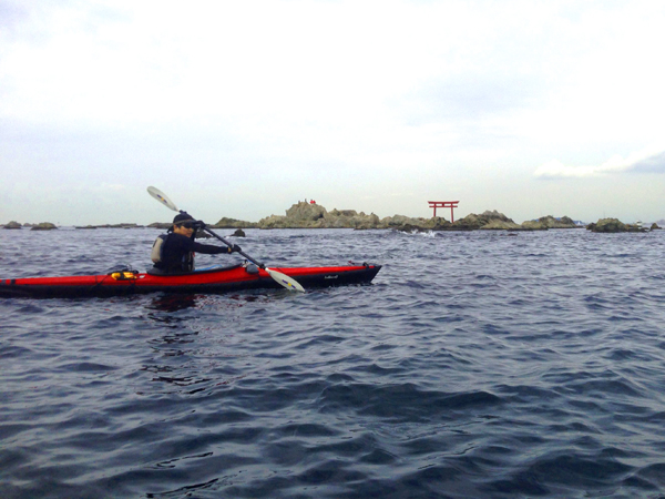 Kayak_Hayama2014_torii